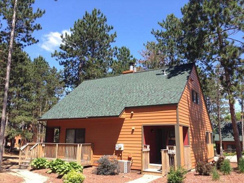 CHRISTMAS MOUNTAIN VILLAGE - Villa (2Br, 2Ba - 1200 sq ft.), casa vacanza a Wisconsin Dells
