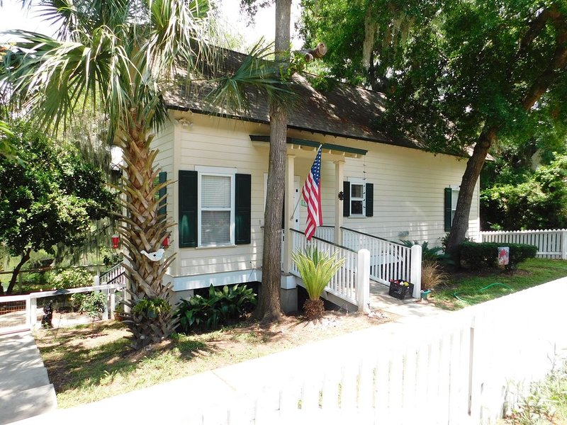 Centrally Located & Only 2 Miles From Parris Island!, casa vacanza a Port Royal