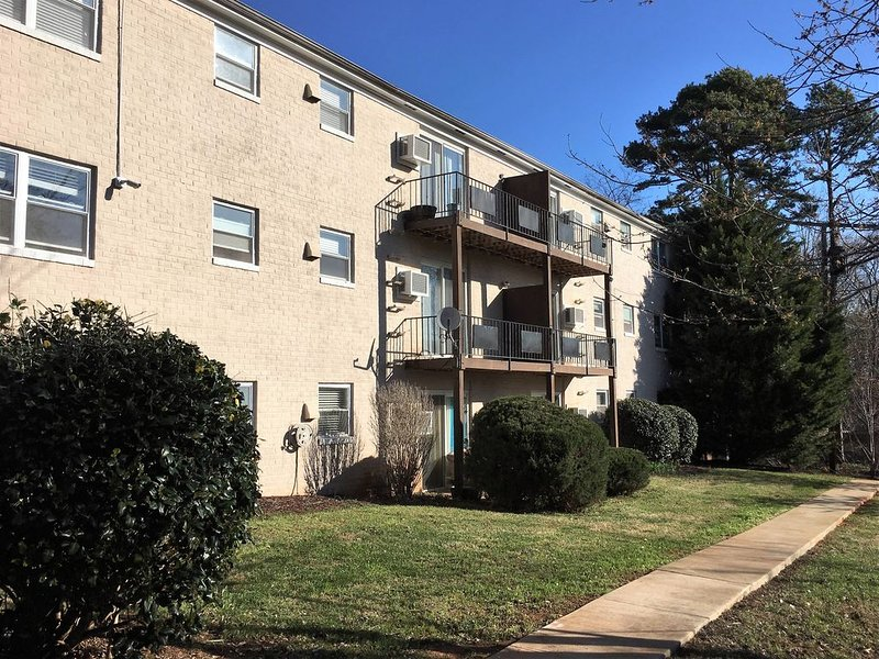 Fully Furnished One Bedroom Apartment in Rutherfordton, holiday rental in Rutherfordton