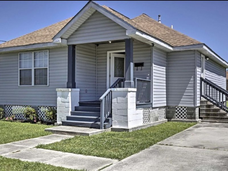 Visit New Orleans & experience Bourbon St., while staying in this Beautiful Home, alquiler vacacional en Lafitte