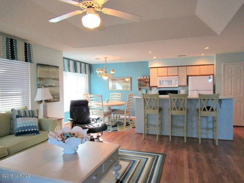 Bright & Beautiful Sea Trail Condo On Calabash Creek, aluguéis de temporada em Sunset Beach