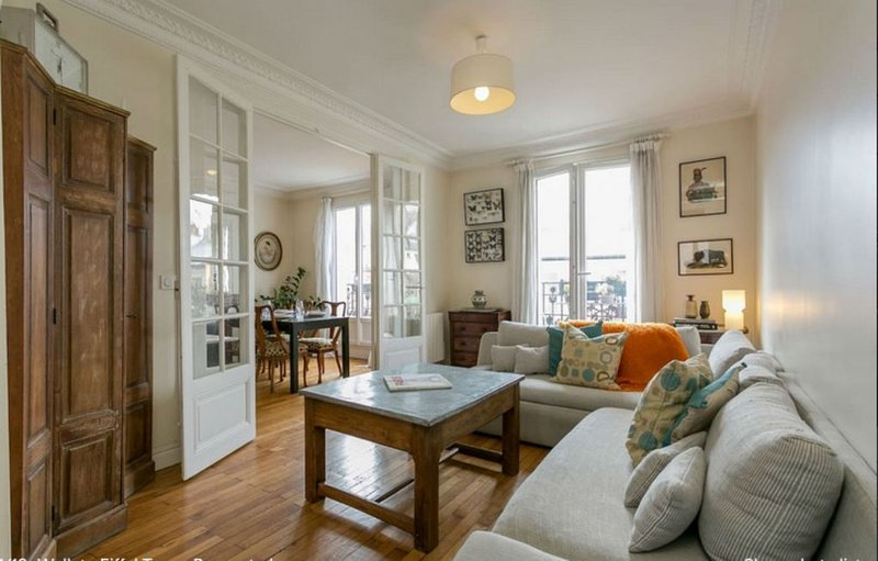 Left Bank - Walk to Eiffel Tower - Renovated - Safe and Authentic Neighborhood, holiday rental in Vanves