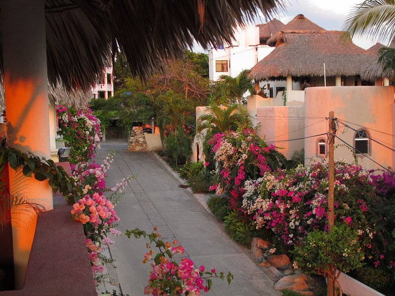 Tasteful Casita on a Quiet Street Near Beaches with Views!, vacation rental in Puerto Escondido