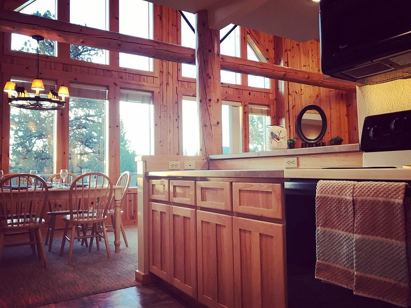 Wow Holy Cow Chalet 3 Bed/2 Bath #WowHolyCowChalet, holiday rental in Redmond