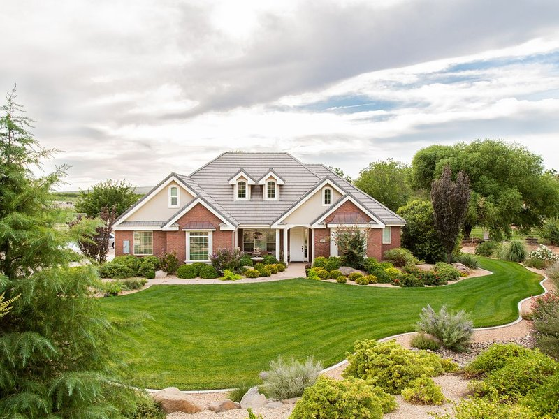 Hurricane Hill Home by Zion, holiday rental in Apple Valley
