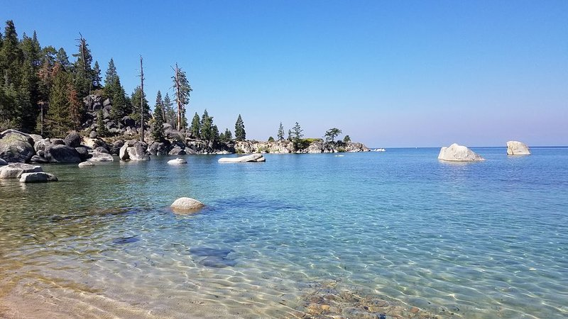 Cozy McCloud Condo - Walk to Lake Tahoe - Quiet, Updated Sleeps 4, location de vacances à Incline Village