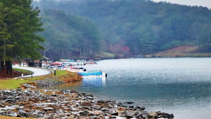 lake for fishing and boating; marina rents boats; https://kysc-boat-house