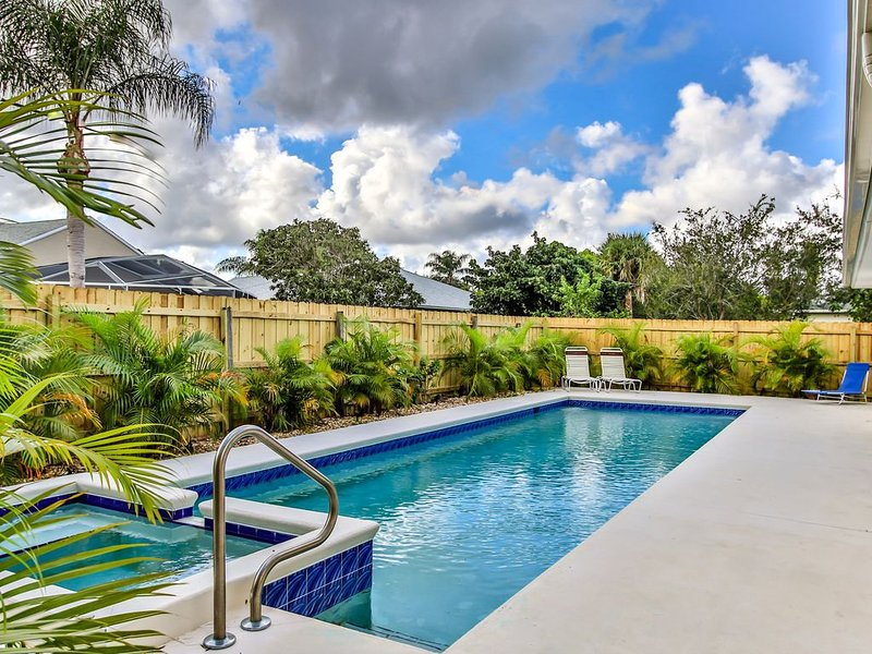 Tropical family get away in Sebastian with heated pool!, vacation rental in Sebastian