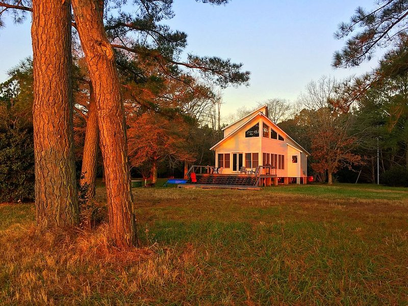 Compass Rose-Eastern Shore WaterFront/Country-Living Home(Hot Tub, Pet Friendly), vacation rental in Belle Haven