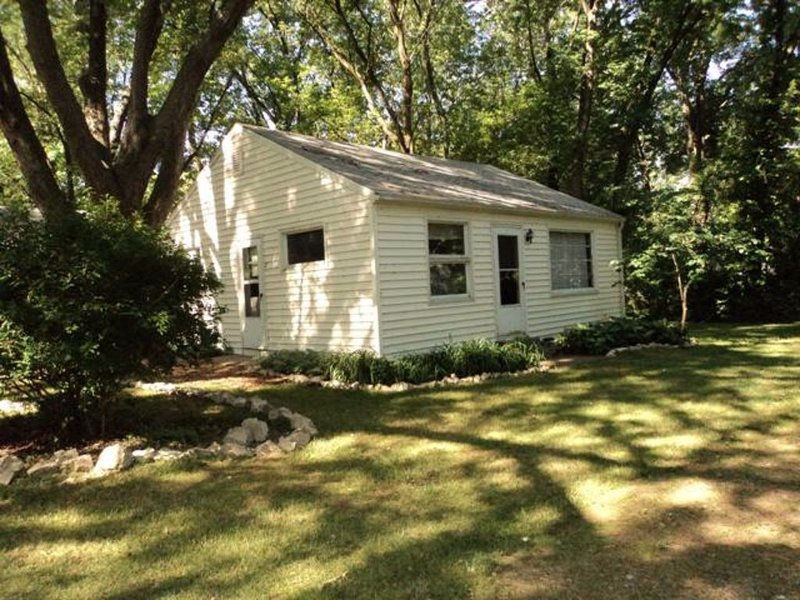 100 Yards From Water, Free Dock, Marblehead Cottage * East Harbor, holiday rental in Marblehead