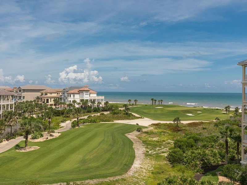 Beachy Keen Platinum Property with Unbeatable View!  Pools and Beach are Open!!!, casa vacanza a Palm Coast