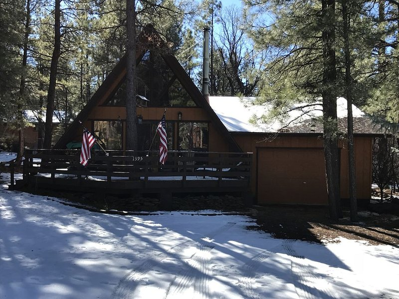 A frame cabin in the mountains, holiday rental in Munds Park