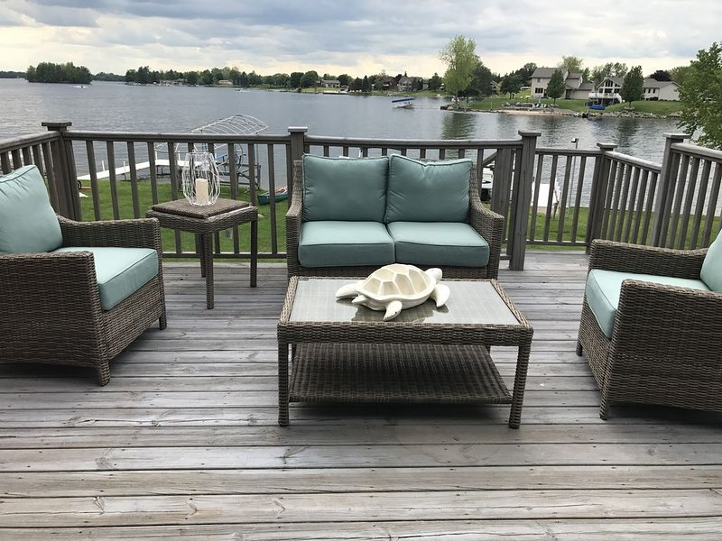 Beautiful Waterfront Home On Lake Lancer, holiday rental in Gladwin