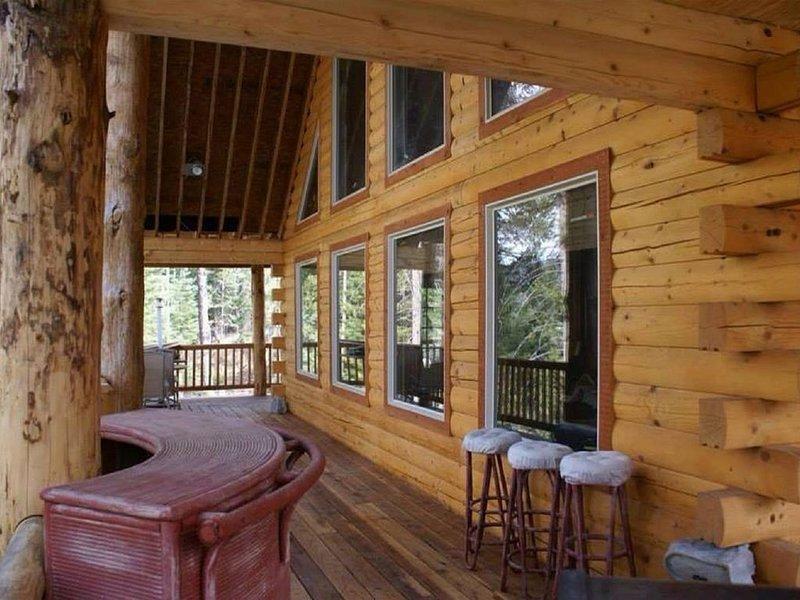 Log Cabin Golf Course Front-Terrace Lakes, gorgeous wrap around deck with views, aluguéis de temporada em Crouch