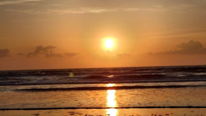 East side of A1A Dog Friendly Family Ocean Oasis! 2 Blocks from the Beach, casa vacanza a Atlantic Beach