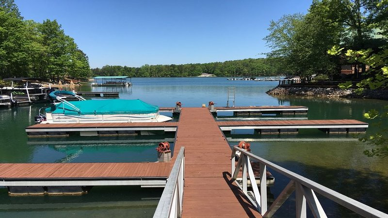 Lake Keowee, Six Mile, Boat Dock, Pool, Near Clemson, View, Sunsets ❤, vacation rental in Pickens