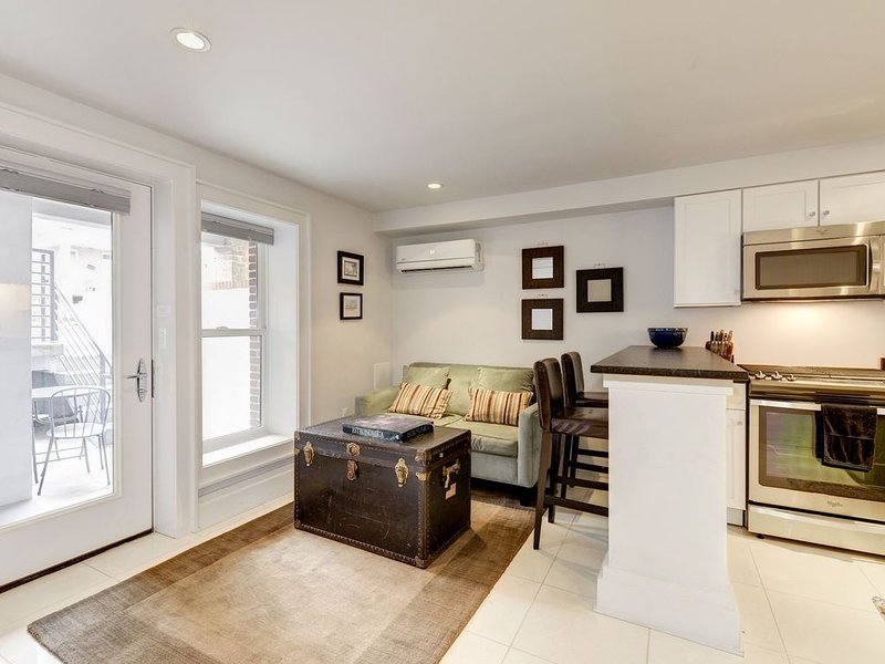 Brand New, Elegant Capitol Hill Apartment / One block to Metro, vacation rental in Washington DC