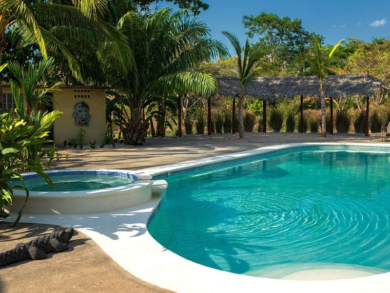Beautiful 2BR condo in peaceful surroundings, holiday rental in Huacas