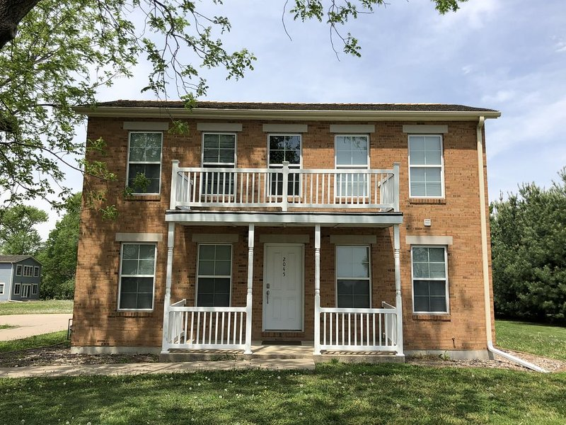 Mulholland Mansion House, NEWEST Vacation Home in Nauvoo, Sleeps Up To 34!, alquiler de vacaciones en Nauvoo