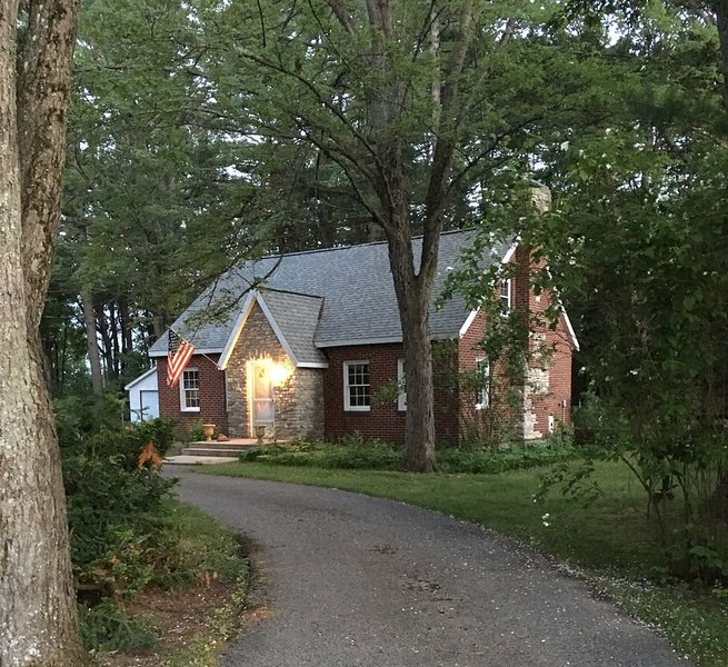 Ultimate Location for Up North Relaxation &  Fun!, holiday rental in LeRoy