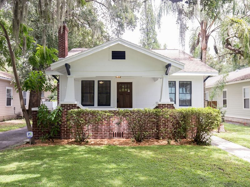 Centrally Located & Spacious Bungalow, vacation rental in Tampa