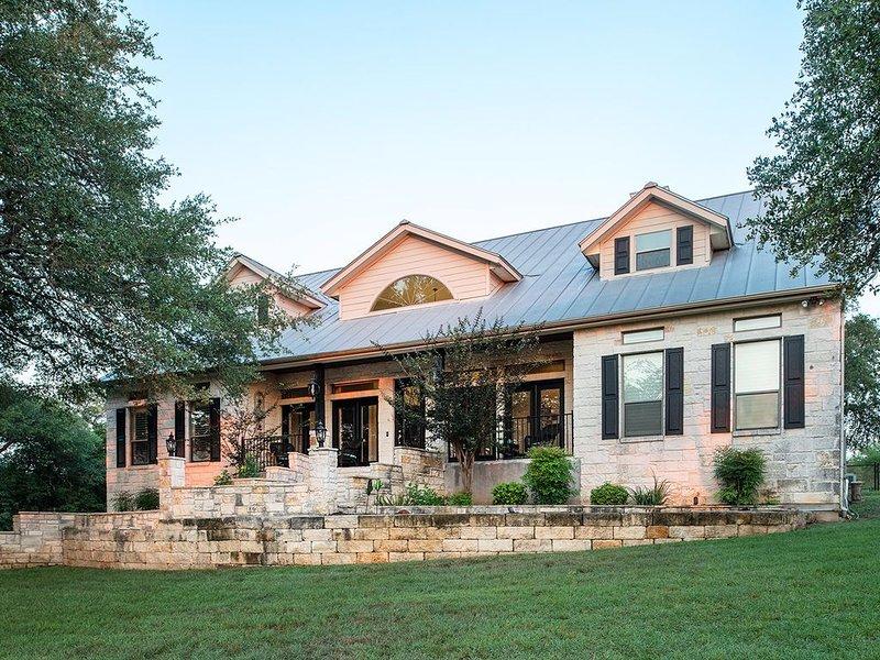 Updated Luxury Home with Cottage Near Gruene & Canyon Lake, aluguéis de temporada em New Braunfels