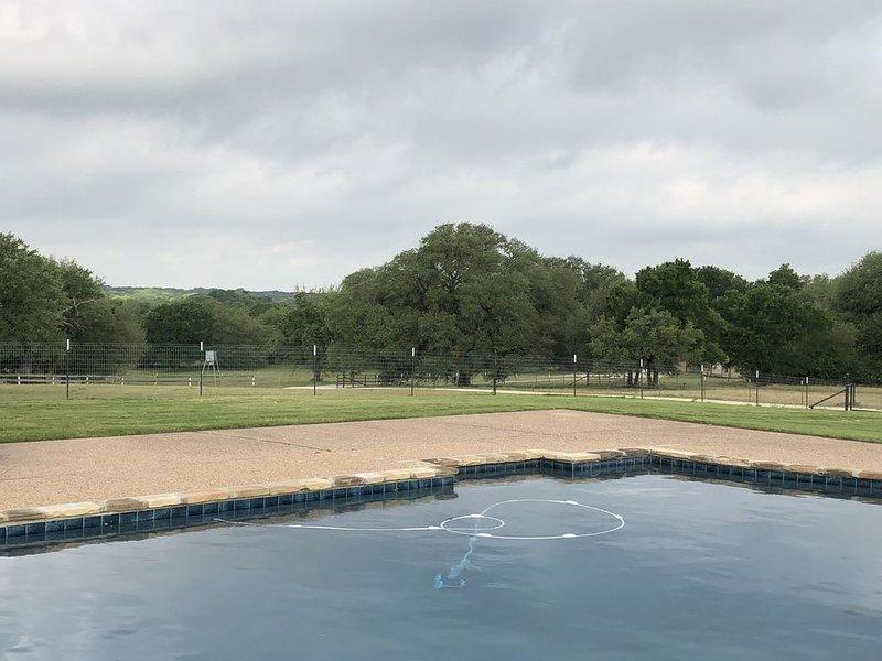Country Resort-Style Cottage - 20 min. to Magnolia, location de vacances à Clifton