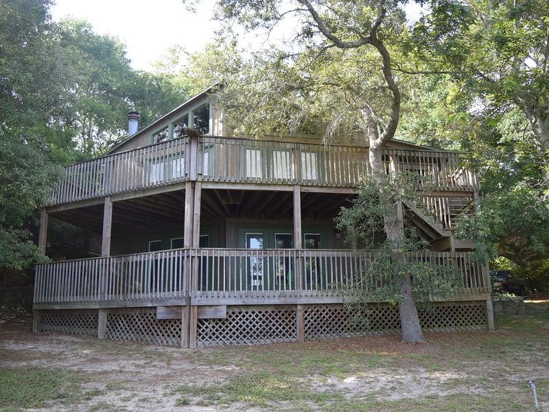 Secluded Gulf Coast Retreat ~ Boat Slip Included ~ Amazing Water Front View, holiday rental in Milton