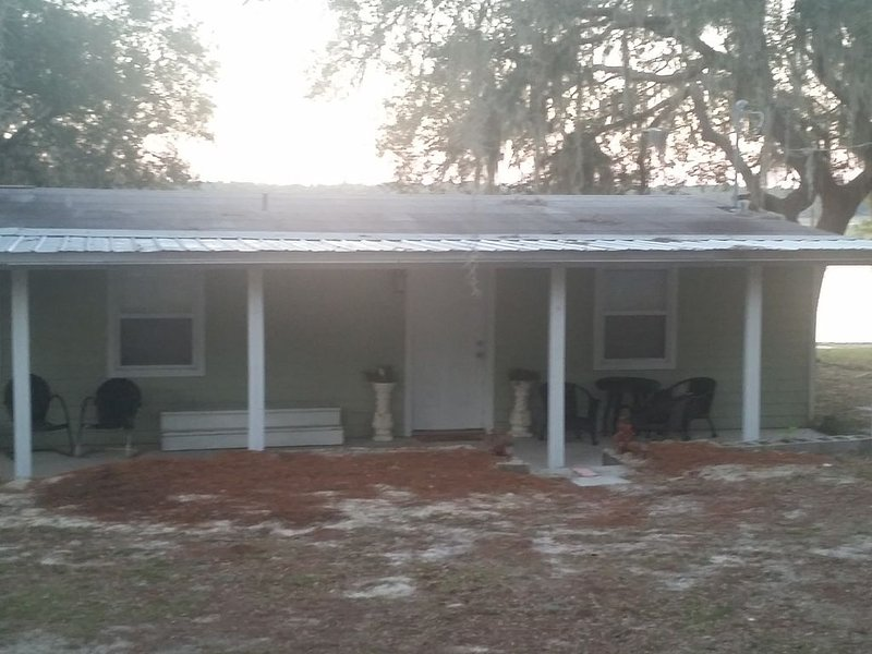 'Love Shack' place of peace n love, holiday rental in Interlachen