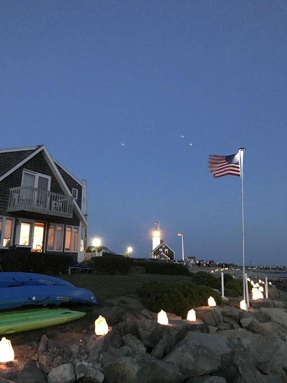 La casa durante la Scituate Luminaria donde se encienden velas en el puerto.