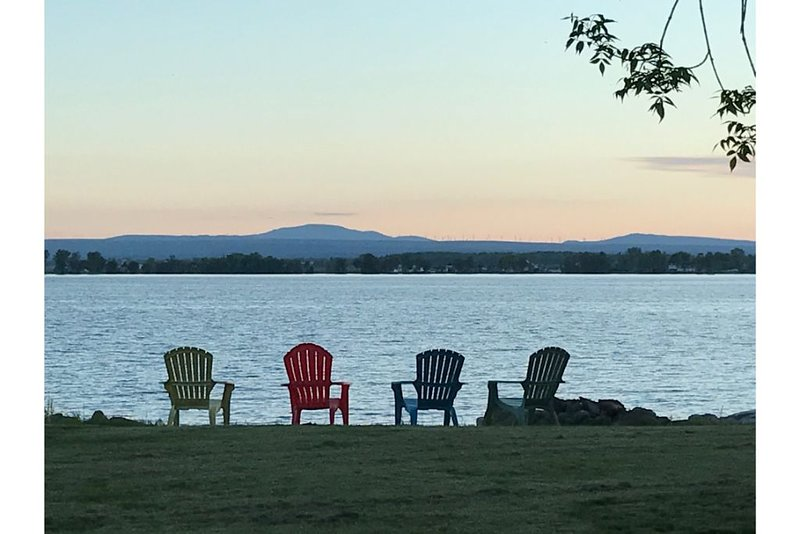 Lakeshore  Summer Cottage - Upstate NY, holiday rental in Champlain