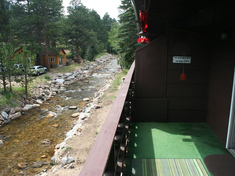 Fawn Valley Chalet w/deck over Fall River only 1 mile  Rocky Mtn National Park, vacation rental in Estes Park