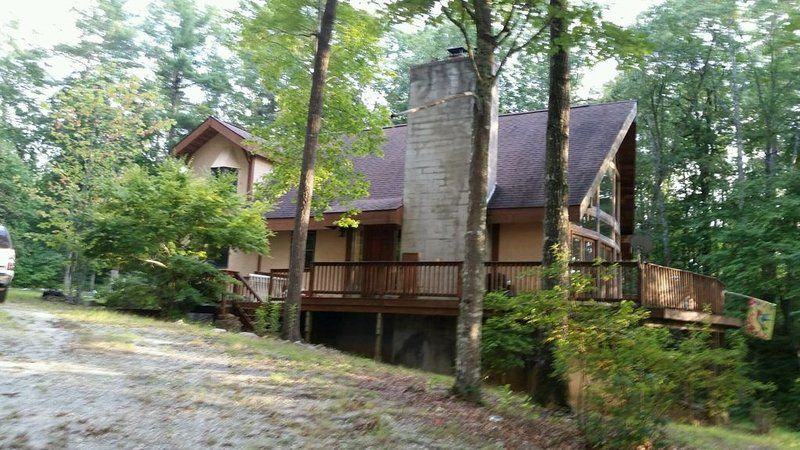 Rustic Mountain Cabin Getaway, vacation rental in Cullowhee