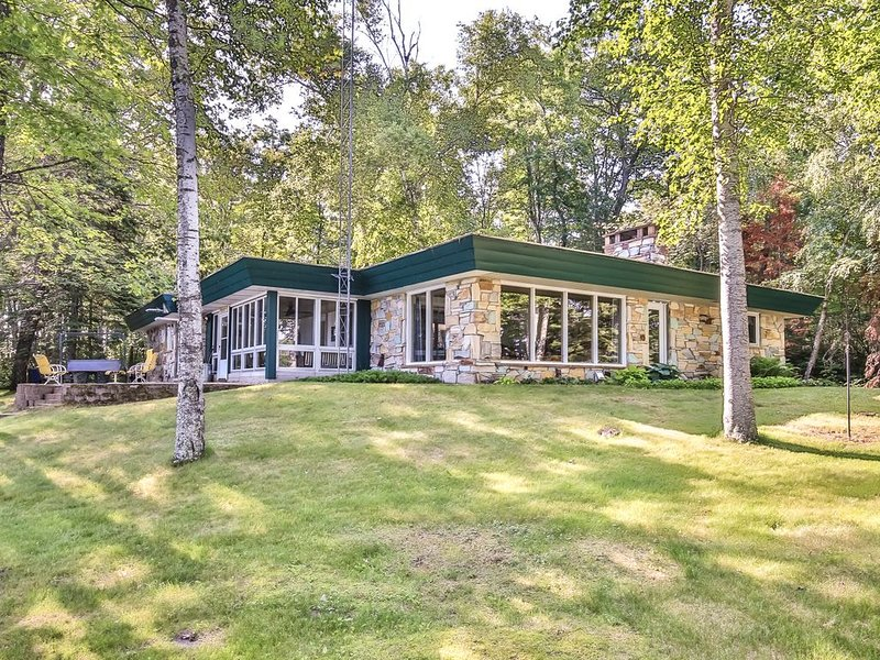 Completely remodeled Lakefront home at the end of a peninsula, holiday rental in Boulder Junction