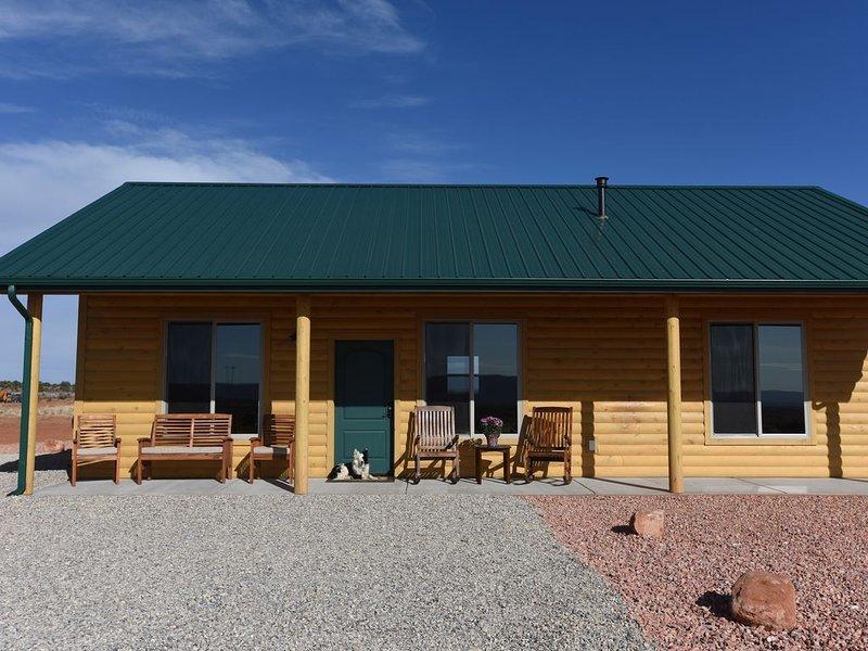 The Sunset Cabin - 2 Bedroom, 2 Bathroom, Full Kitchen, Living & W/D. Sleeps 6,, location de vacances à Kanab