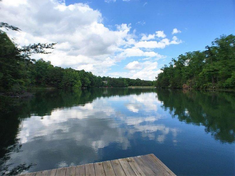 Blick auf den Shumont Lake vom privaten Dock.