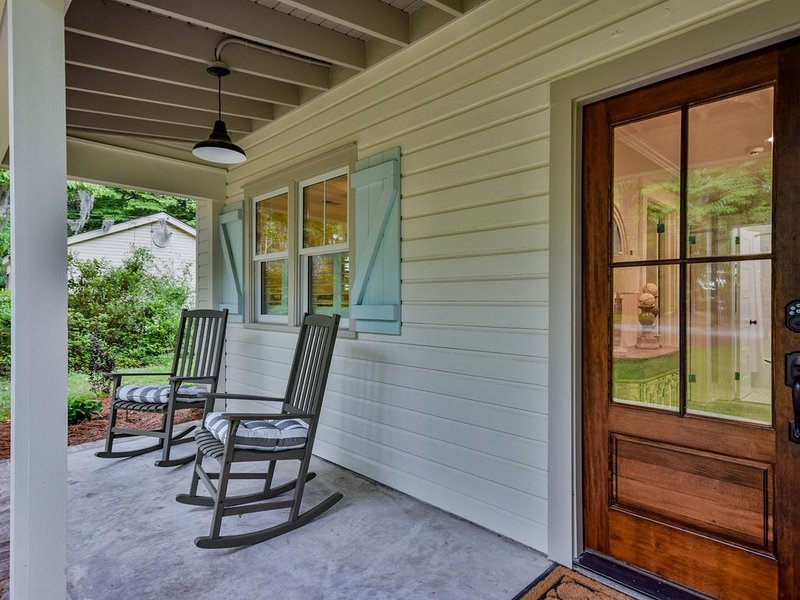 Cozy Cottage close to boat landing, Pigeon Point Park and downtown Beaufort, location de vacances à Lady's Island