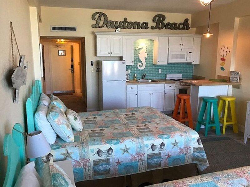 Ground Floor Daytona Beach Front Condo, casa vacanza a South Daytona