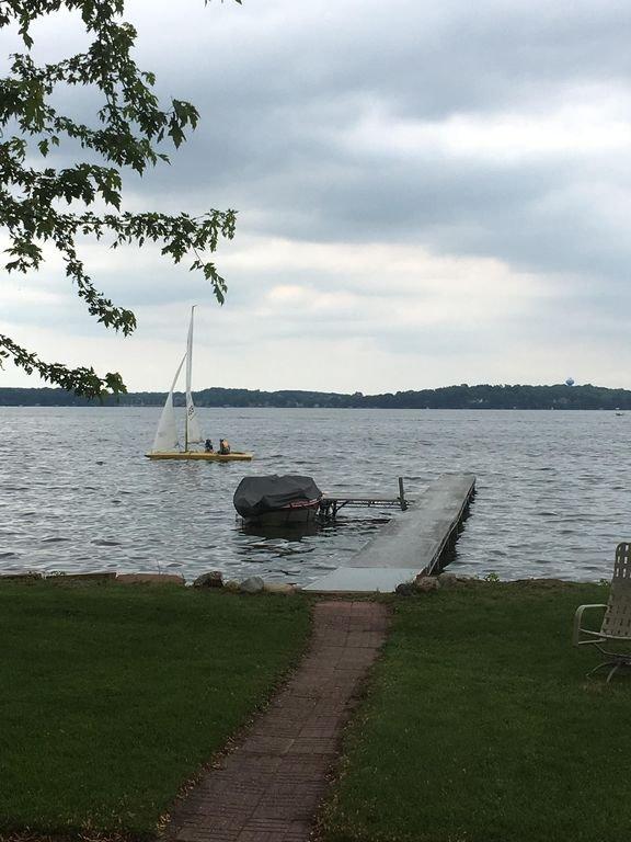 Longue quai pour la pêche ou l'amarrage de votre bateau.