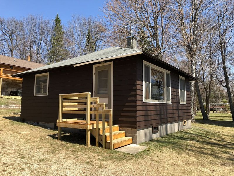 Where eagles soar, the sun sets low, the deer are friendly., holiday rental in Star Lake