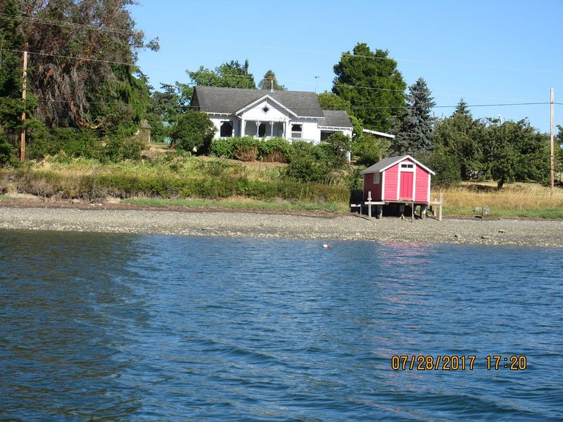 Water front property with spectacular views., holiday rental in Nordland