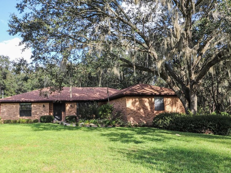 Beautiful Gainesville Home on 1 Acre. Relax in Paradise., holiday rental in Gainesville