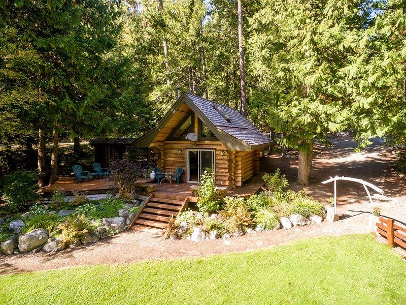 Lakefront Private Log Cabin, close to Pemberton - The Bunkhouse, alquiler de vacaciones en Pemberton
