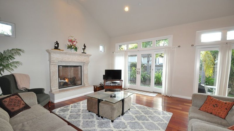 Walk to the Beach from This Stunning Newer Aptos House, location de vacances à La Selva Beach