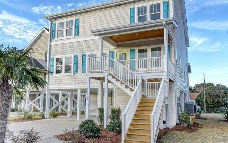 Newer home 2 blocks from downtown Carolina Beach, vacation rental in Carolina Beach