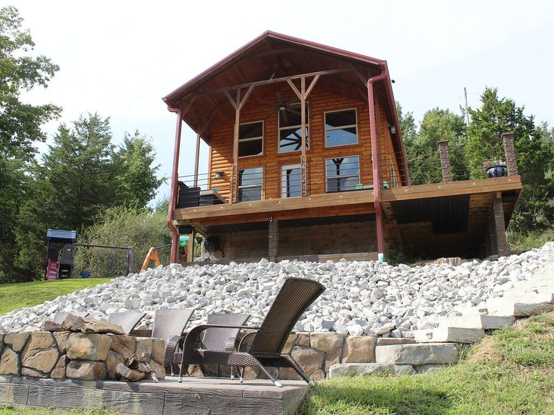 Ark Encounter - Cabin on the Lake, vacation rental in Williamstown