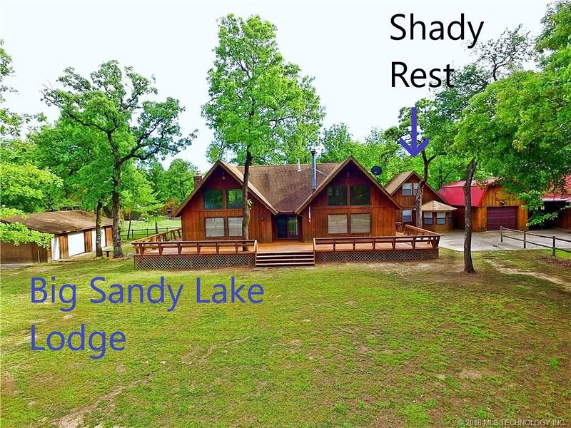 The Shady Rest, your vacation home with patio just 2 blocks from Lake Eufaula, alquiler de vacaciones en Eufaula