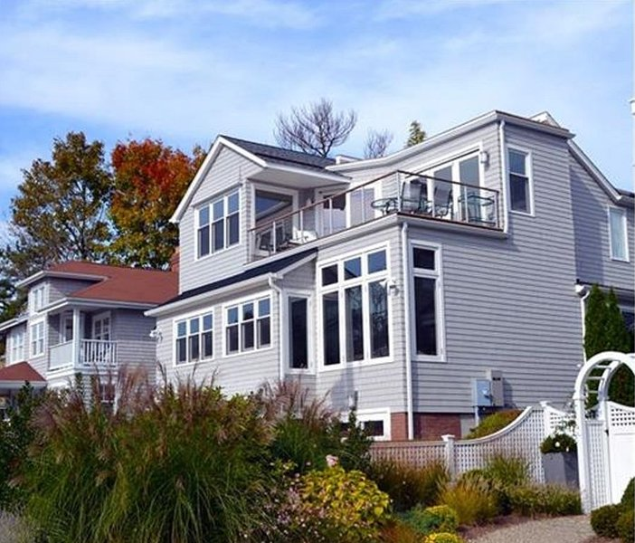 1/2 block to Compo Beach on Long Island Sound!, vacation rental in Westport