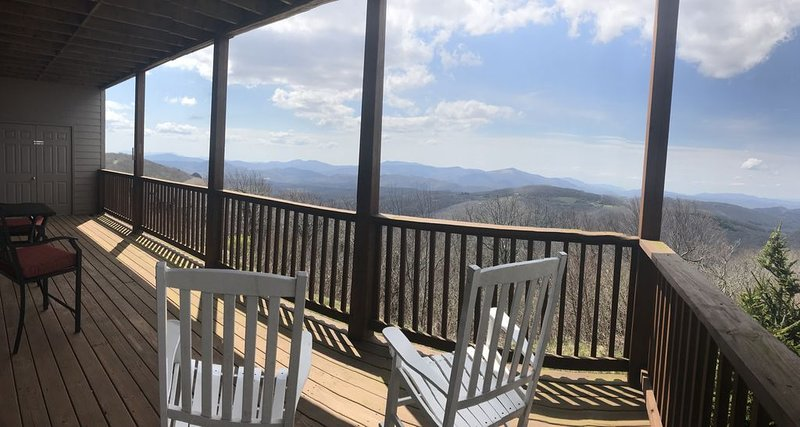 Great location & gorgeous Mt views! Book now for your get away., vacation rental in Banner Elk