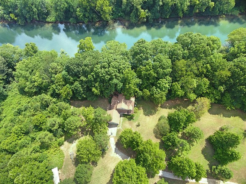 Brand New Listing---Private River Retreat, casa vacanza a Locust Grove